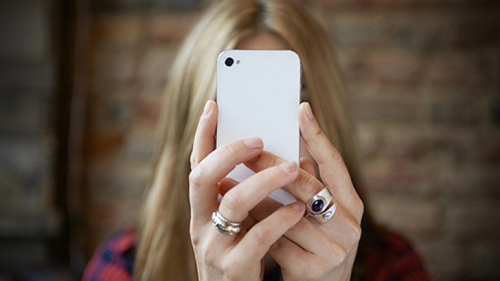 social media behaviours and dating